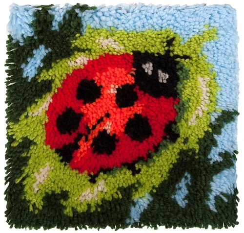 20.006 Latch Hook 30x30cm Lady Beetle